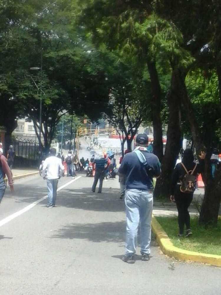 Las fuerzas chavistas reprimen a los estudiantes