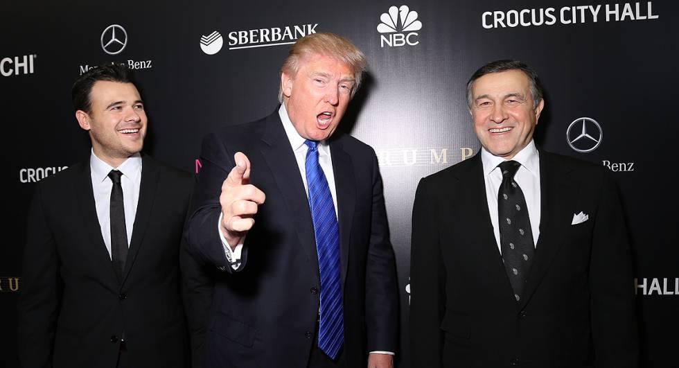 Trump con el cantante pop Emin Agalarov y a la derecha su padre, Aras Agalarov.