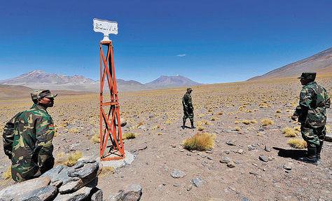 Conscriptos bolivianos en la frontera de Bolivia con Chile, cerca del Silala, en Potosí. Foto: Víctor Gutiérrez-archivo