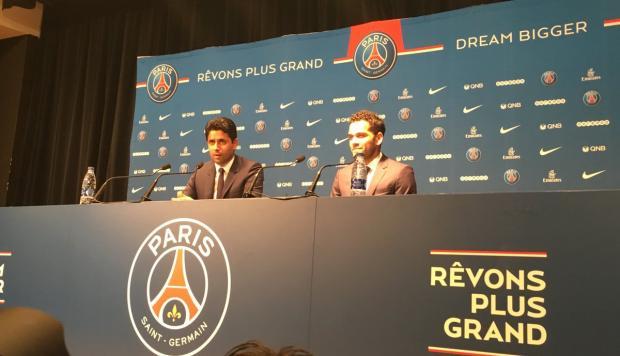 Dani Alves, experimentado defensor brasileño, decidió seguir su carrera en el poderoso París-Saint Germain. Su último equipo fue la Juventus, donde campeonó en la Serie A y Copa Italia
