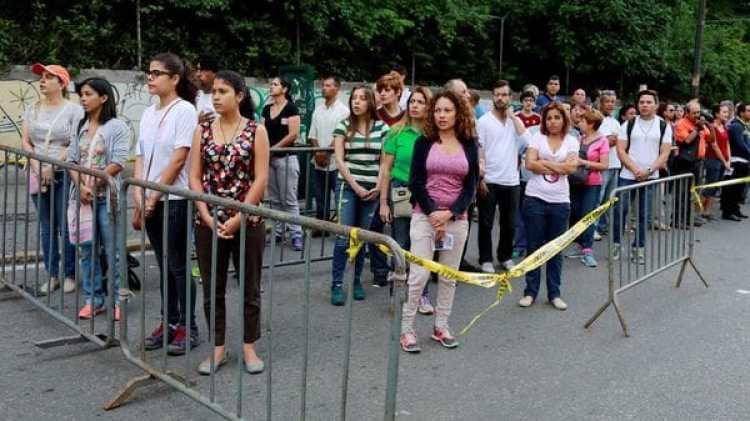 Formando fila para votar en Venezuela (Reuters)