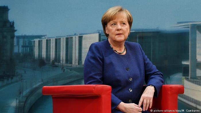 Deutschland | ARD-Sommerinterview mit Angela Merkel (picture-alliance/dpa/M. Gambarini)