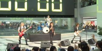 YouTube: fanáticos esperaron a banda de rock japonesa para concierto de ocho segundos