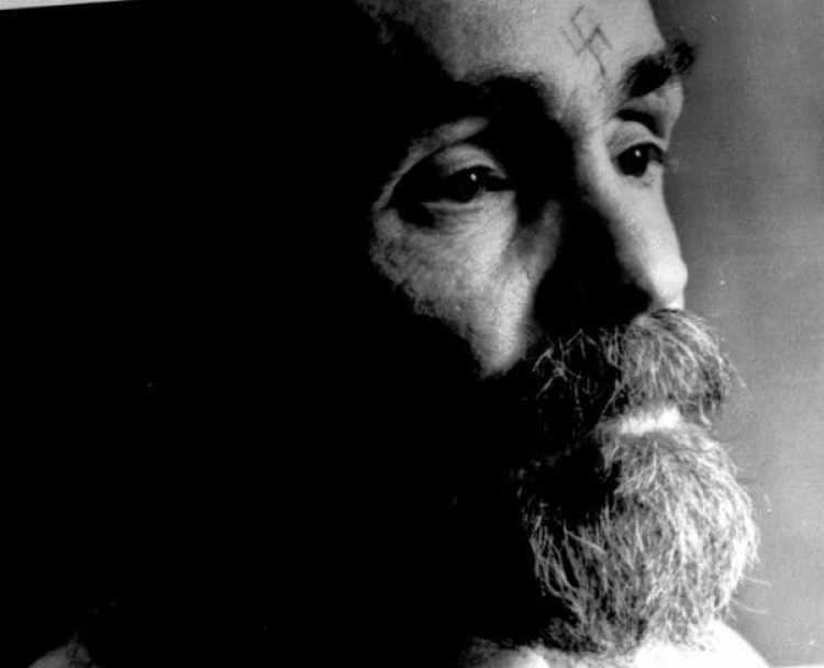 Charles Manson durante una entrevista en agosto de 1989 (Reuters)