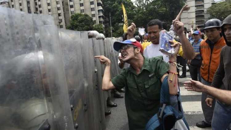 La oposición venezolana exige el referendo revocatorio contra Nicolás Maduro