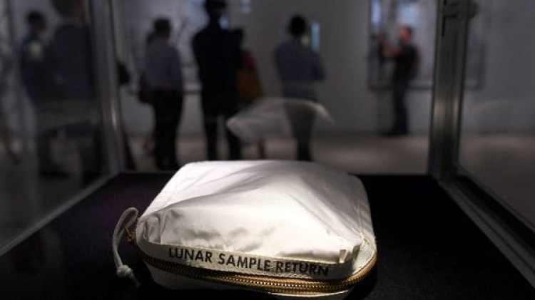 Coincidiendo con el aniversario de la llegada del hombre a la Luna, se realizó la subasta de una extensa colección de artefactos de los programas espaciales estadounidenses y soviéticos (AFP)