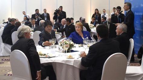 Los presidentes de Bolivia, Evo Morales y de Chile, Michelle Bachelet en Mendoza.
