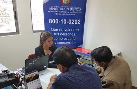 Usuarios acuden a las oficinas del Viceministerio de Defensa de los Derechos del Usuario y del Consumidor. (Foto: VCDUC)