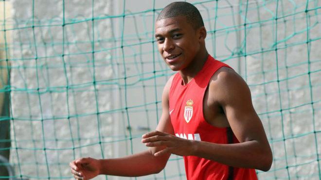 Mbappé, durante un entrenamiento del Mónaco esta pretemporada.