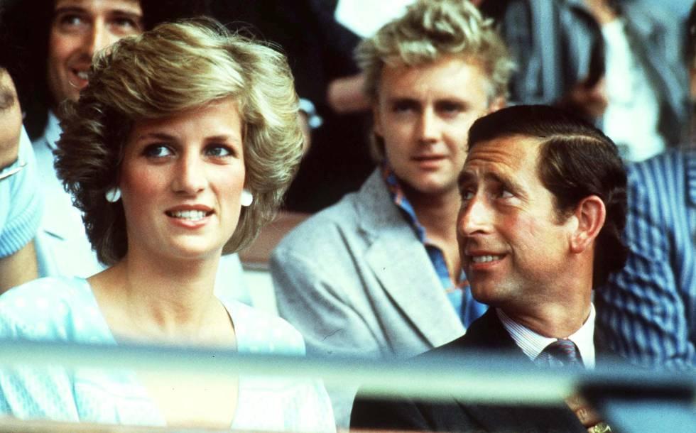 Diana de Gales y Carlos de Inglaterra, en una imagen de 1985.