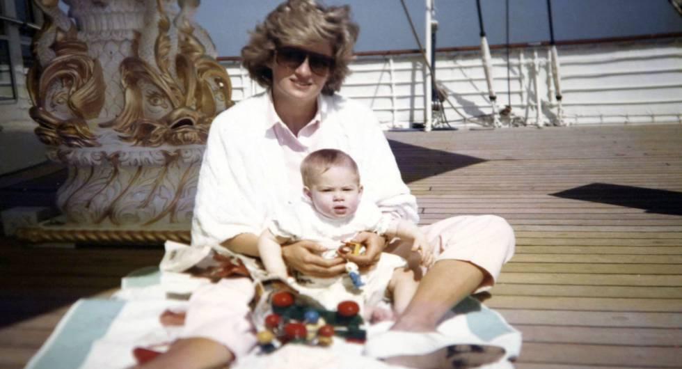 Diana de Gales con el príncipe Enrique.