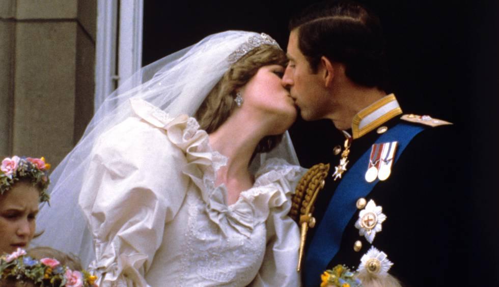 Lady Di y Carlos de Inglaterra, en día de su boda en 1981.