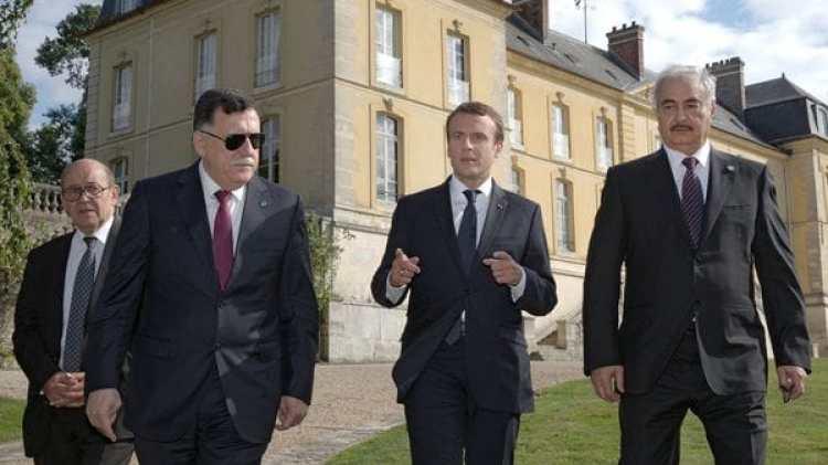 El jefe del gobierno de Trípoli, Fayez al Sarral, y el mariscal Jalifa Haftar (AP)