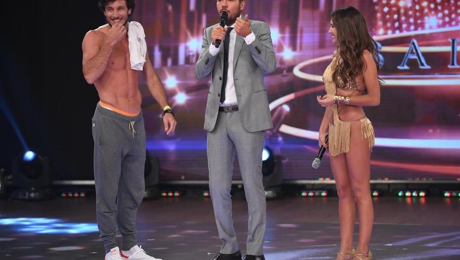 Pico sin remera: Mónaco mostró sus abdominales en la pista del Bailando