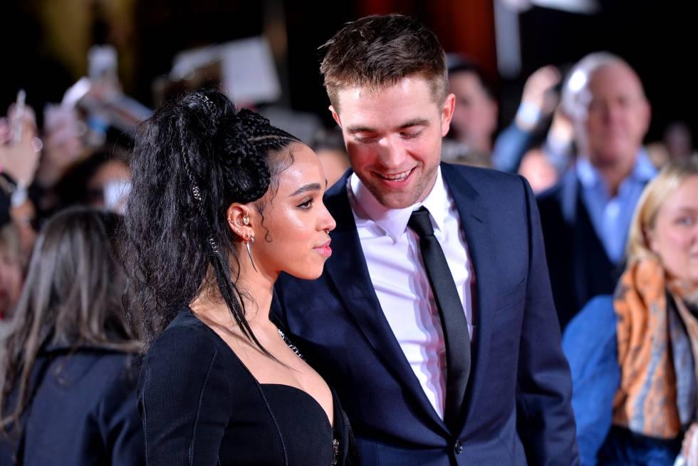 FKA Twigs y Robert Pattinson, en un estreno en Londres el pasado febrero.