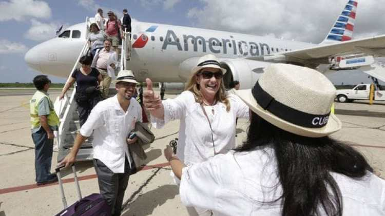 """Según precisó THCG, revista que ayuda a entender el mercado de Cuba y a sus consumidores, se evidencia un """"significativo aumento de los viajes de los cubano-americanos a la isla"""" (AP)"""