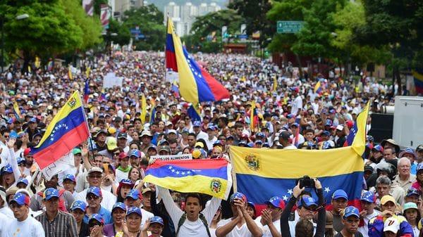 Maduro propone a oposición unirse a una