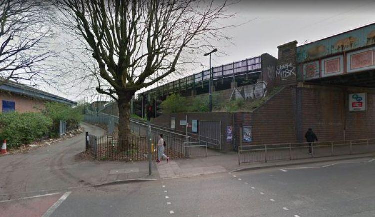 La estación de Witton, donde una niña de 15 años fue violada dos veces. La segunda, al hombre a quien le pidió ayuda (Google Maps)