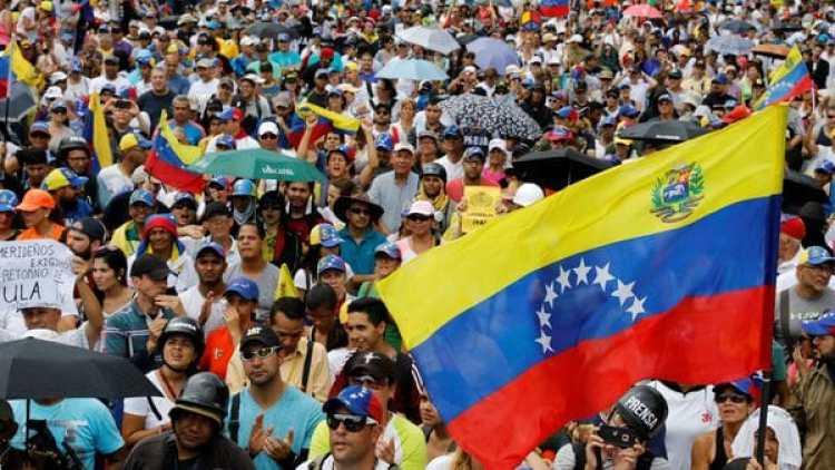Los venezolanos salen nuevamente a las calles para protestar contra el régimen de Maduro