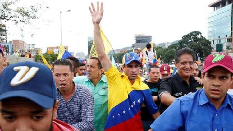 Capriles en una de las marchas contra el régimen militar de Maduro (Reuters)