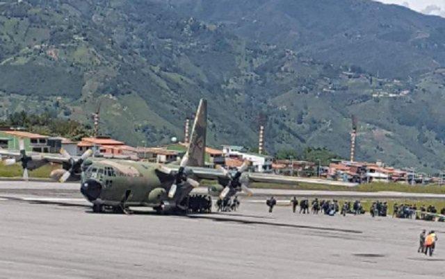 Avión Hércules en el aeropuerto Alberto Canavalli de Mérida // Foto @JLPhamton