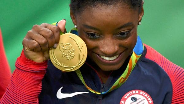Simone Biles sube divertido video 'drogada'