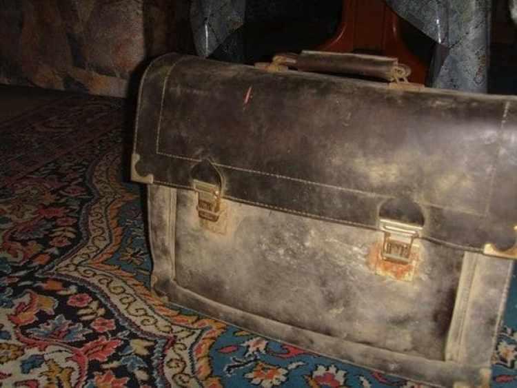 El maletín de Aribert Heim, que su familia adoptiva de Egipto entregó a Mekhennet y Kulish