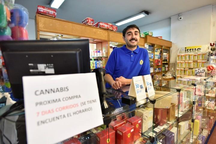 Compradores de marihuana oficial casi se duplicaron en 20 días — URUGUAY