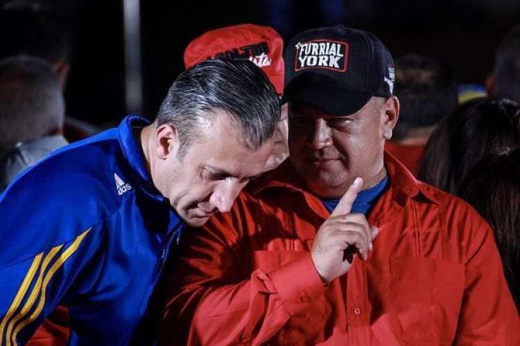 Tareck El Aissami, vicepresidente de Venezuela, y Diosdado Cabello, dos de los chavistas más cuestionados y vinculados con casos de corrupción. (EFE)
