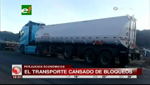 Transporte pesado en emergencia por los bloqueos en carreteras del país