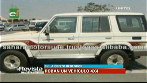 Roban vehículo afuera de un medio de comunicación en la avenida Cristo Redentor