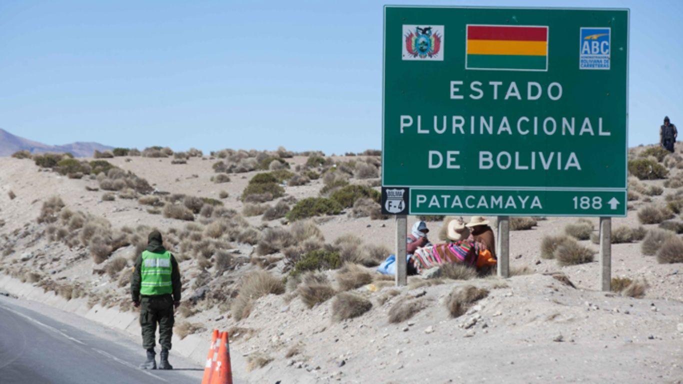 Carabineros asisten a policía boliviano que sufre paro en paso fronterizo