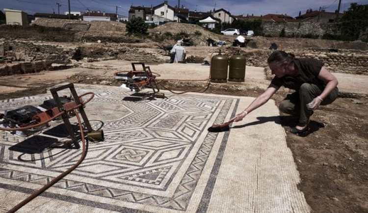 El mosaico de lo que fue una lujosa vivienda (AFP)