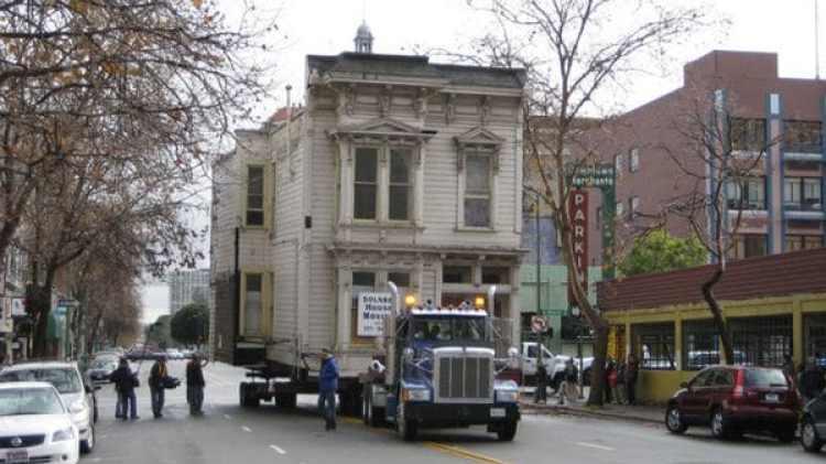 El traslado de una casa entera en Oakland