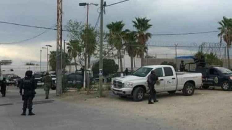 Refuerzos de la policía llegaron hasta el penal para detener el motín. (Cortesía Excelsior)