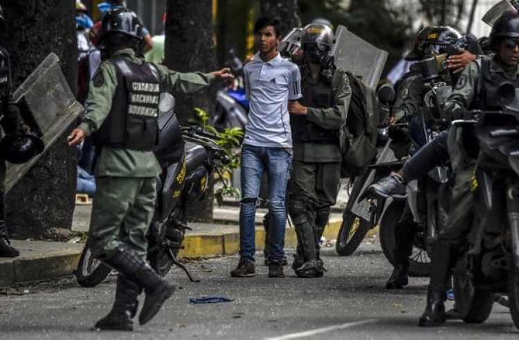 5.051 personas fueron arrestadas arbitrariamente, y unas 1.300 aún están encerradas esperando juicio (AFP)