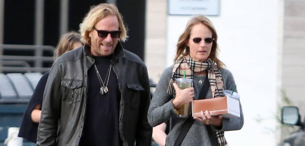 Helen Hunt y Mattew Carnahan paseando por las calles de la ciudad californiana de Brentwood, en 2014.