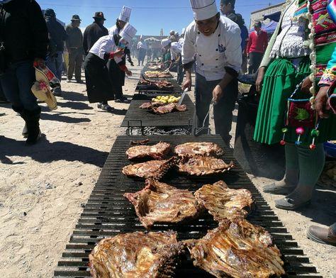 Una gran variedad de platos típicos fueron presentados en la XI Feria de Camélidos en Turco, Oruro: Foto: Juan Mejia