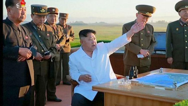 El dictador norcoreano dirige ejercicios militares.
