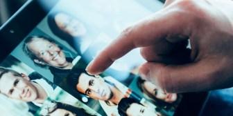 "Citas de Tinder: del ""match"" superficial al encuentro amoroso"