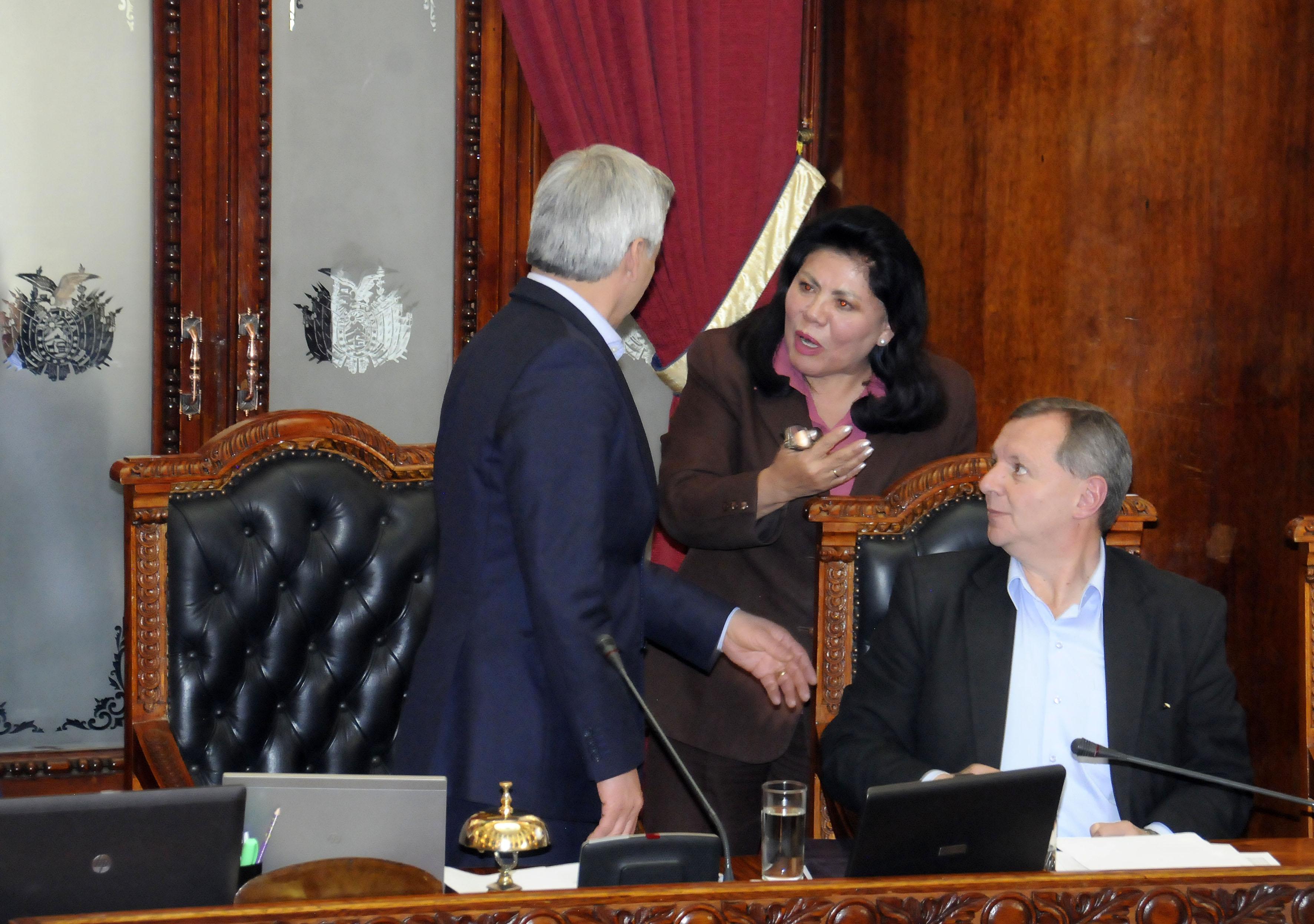 Vicepresidente y diputada Piérola protagonizan altercado en la sesión de la Asamblea