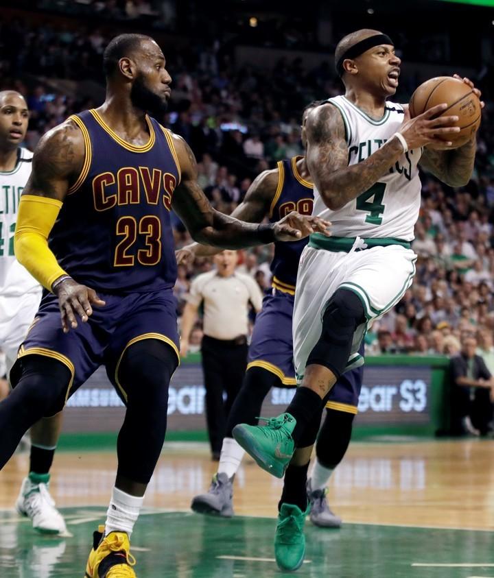 Irving, cambiado a los Celtics por varios jugadores