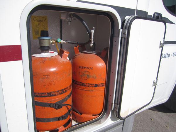 Resultado de imagen de furgoneta con bombonas de gas