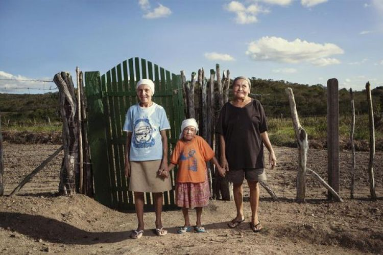 Maria das Piaba, que en esta foto tenía 101 años, falleció el año pasado. Quedó huérfana a los siete años y su casa fue construida gracias a los donativos de los vecinos de la localidad.