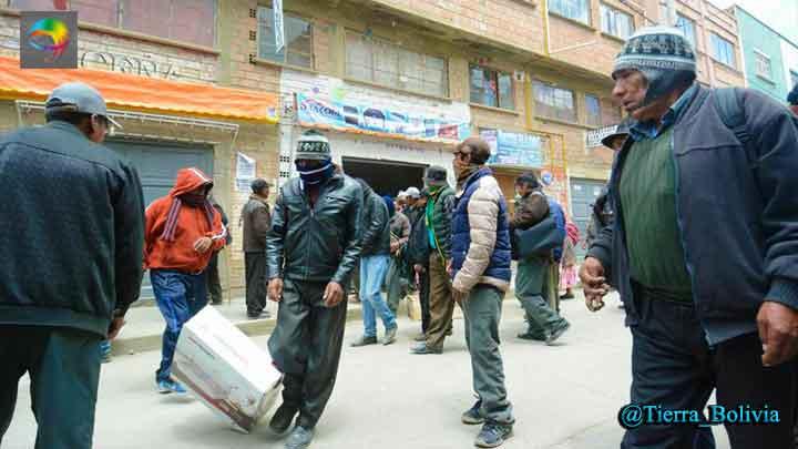 Mallku da plazo al Gobierno y Policía se repliega — Achacachi