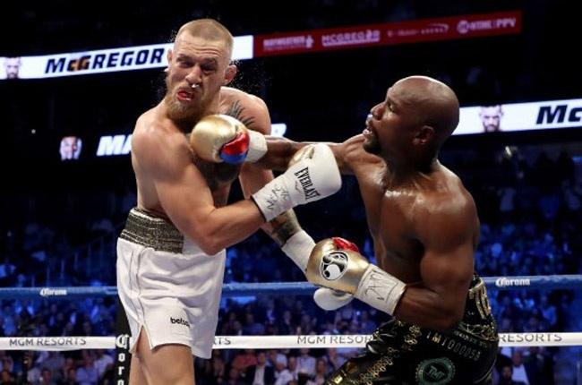Mayweather gana a McGregor por nocáut técnico en 10 asalto y sigue invicto