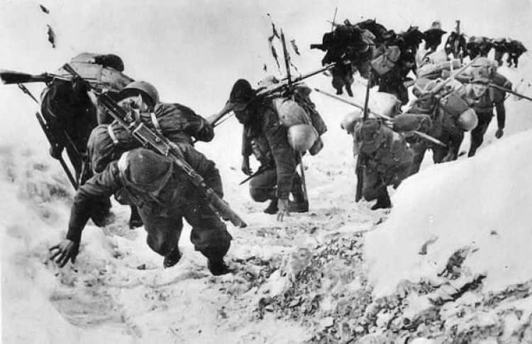 """Un grupo de """"Alpini"""" durante la Primera Guerra Mundial. Eran la división del ejercito italiano especializada en los combates en las montañas"""