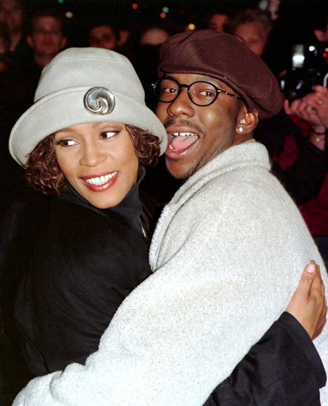 Whitney Houston con Bobby Brown en el estreno de
