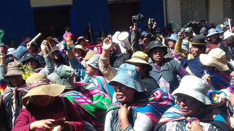 Tras llegar a la sede de Gobierno, las mujeres de Achacachi cercaron la cárcel de San Pedro. Foto: José Lavayén
