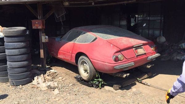 Hallan abandonada en Japón una Ferrari de 2 millones de dólares — Misterio